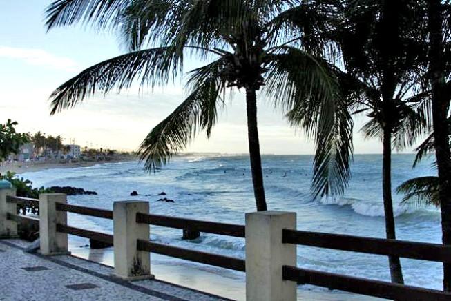 Surf en Praia dos Artistas