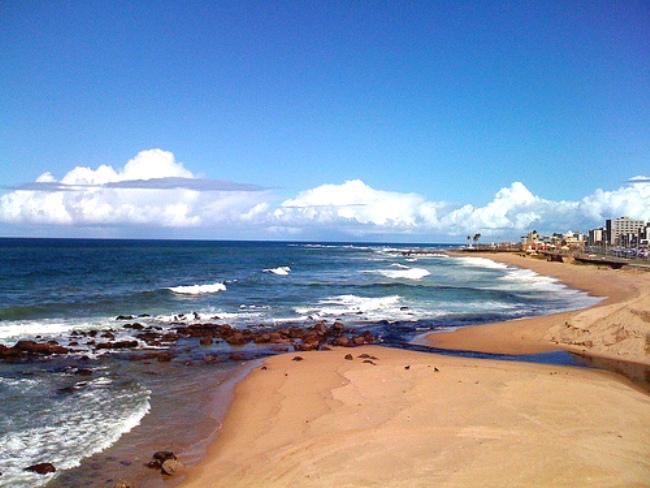 Surf en Playa Pituba, Salvador de Bahía