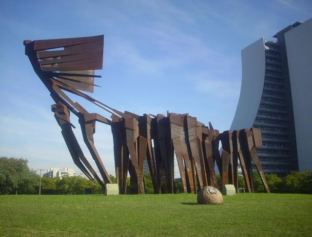 Monumento a los Açorianos en Porto Alegre