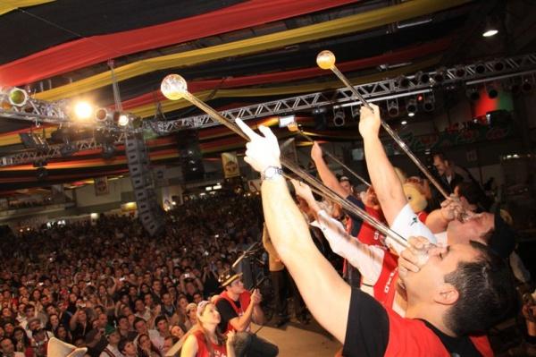 Oktoberfest en Blumenau: concurso Chopp em Metro