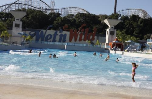 Playa artificial en parque acuático Wet n'Wilde, Campinas