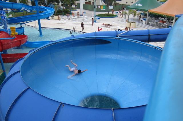 Tobogán Space Bowl en parque Wet n'Wild, Campinas